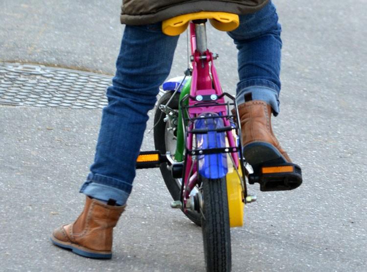 Kinderfahrrad radfahren lernen